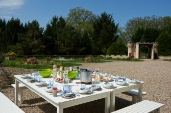 A table! Unser Sommertisch (Copyright: Katharina Wernli Photography)