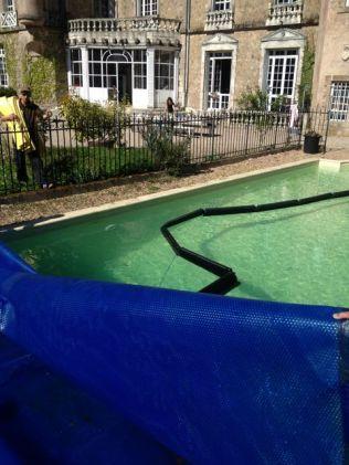 Wir motten den Pool aus...