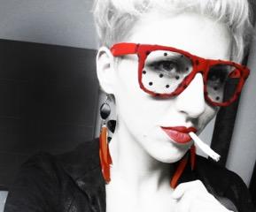 G.brüll (Model: Nina Haas, Selfie)